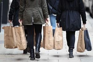 دلیل واقعی خرید کردن بیشتر زنان نسب به مردان